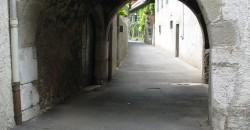 Duingt village arche