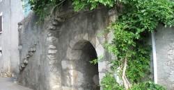 Duingt village porte cochère